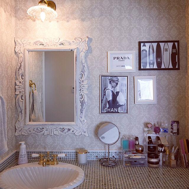 洗面スペース,海外インテリア,フレンチシック,モノトーンインテリア,グレーインテリア,映画のインテリアに憧れる,シャンデリア,シャビーシック,ヨーロピアン,メイクスペース,手洗い場,Lounge Mio-Rinの部屋
