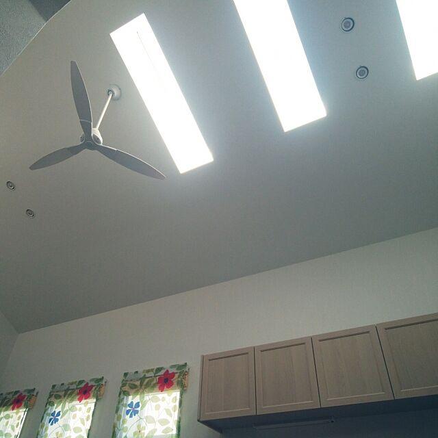 On Walls,窓,洋風,天窓(トップライト),シーリングファン,北側屋根,3連窓,明るい光,ひざしが注ぐ Citrusの部屋