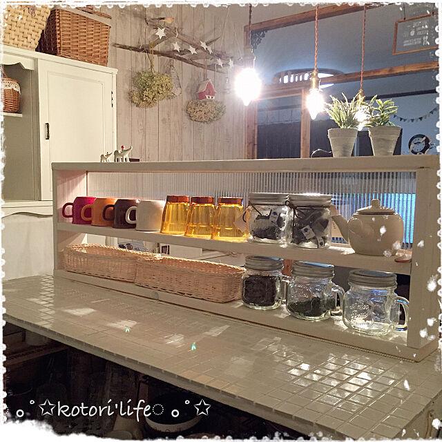 お茶,ダイニングキッチン,キッチンカウンターDIY,照明,カゴ収納,食器棚リメイク,セリア雑貨,カウンターの上の棚,タイル,ポリカーボネート,ミルキーホワイト,1✕4SPF,Kitchen kotoriの部屋