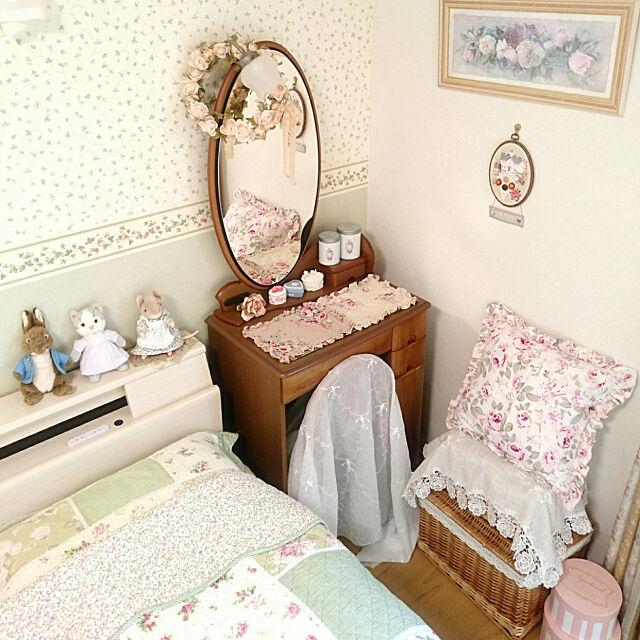 Bedroom,物語に憧れる,カントリー,フレンチカントリー,シャビーシック,物語のある暮らし,花柄,花柄が好き,海外インテリアに憧れる,赤毛のアン風,メルヘンカントリー,ピンク,ライトグリーン,ピーターラビット,ハンカマンカ,モペットちゃん,ベッドサイド,ドレッサー,パステルカラー chururiの部屋