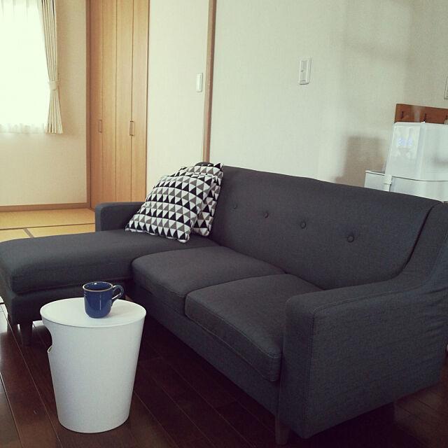 Lounge,ENOTS,ソファー,ダイソー,クッション,加湿器,ダストボックス,サイドテーブル,マグカップ mtmkの部屋