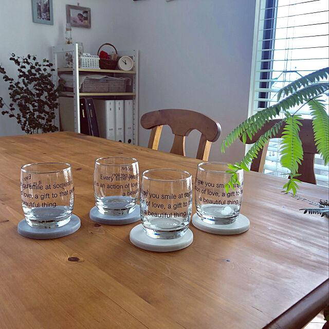グリーンのある暮らし,パイン材のダイニングテーブル,珪藻土コースター,グラス,キャンドゥ,My Desk nonp--yの部屋