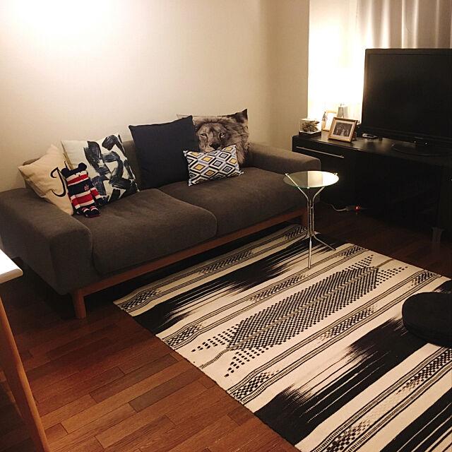 Lounge,クッション,賃貸マンション,らぐマット,北欧,IKEA,グレーインテリア,モノトーン,シンプル,間接照明,シーヴ ソファ,ソファ Sayaの部屋