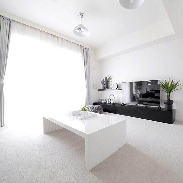 Lounge,カーペット,ホテルライク,シンプル,MONOTONE,白黒,白黒グレー,モノトーン,シンプルモダン,塩系インテリア,ホワイト,観葉植物 tuuliの部屋