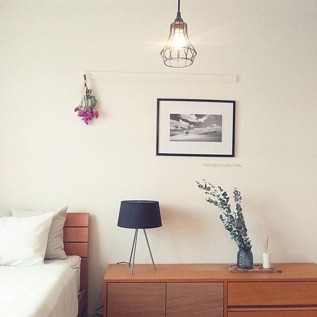 My Shelf,スッキリ暮らす,一人暮らし,シンプル,いいね♪いつもありがとうございます❤️,ひとり暮らしをとことん楽しむ!,寝室インテリア,ユーカリドライ,テーブルライト,無印良品,間接照明のある暮らし,三角の法則,noce matteaの部屋