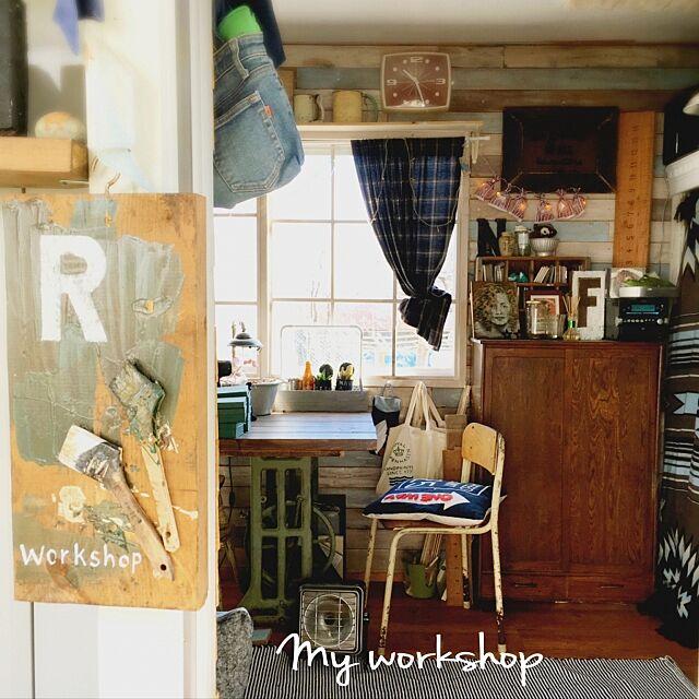 My Desk,下駄箱,学校の椅子,アトリエ,Insta→gumirin0311,ハンドメイド,板壁,格子窓DIY,ミシン脚テーブル,いいね!ありがとうございます♪,いいねと、フォローの押し逃げすみません!,DIY romiの部屋