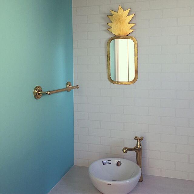 Bathroom,鏡,ゴールド,タオル掛け,トイレ,バス/トイレ,壁紙,クロス,ティファニーブルーの壁紙,ティファニーブルー,新築,新築一軒家 sugimayuの部屋