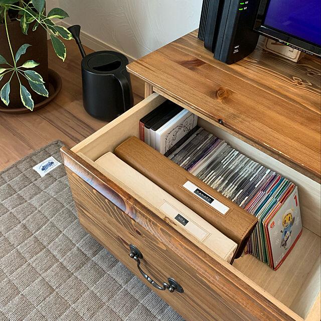 My Shelf,リビング,収納,断捨離,整理整頓,テレビ台の引き出し,DVDケース,DVD収納,テレビボード,こどもがいる生活,カインズホーム,ジョウロ,ホットカーペット,シェフレラ,観葉植物 manaの部屋