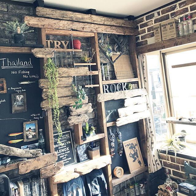 観葉植物,DIY,大学生,一人暮らし,インダストリアル,塗料は黒,ディアウォール,古材風,男前,収納,ブルックリンスタイル,ブライワックス,ビンテージワックス,ブラウン,壁面棚,リメイク,彫刻刀,My Shelf Noahの部屋