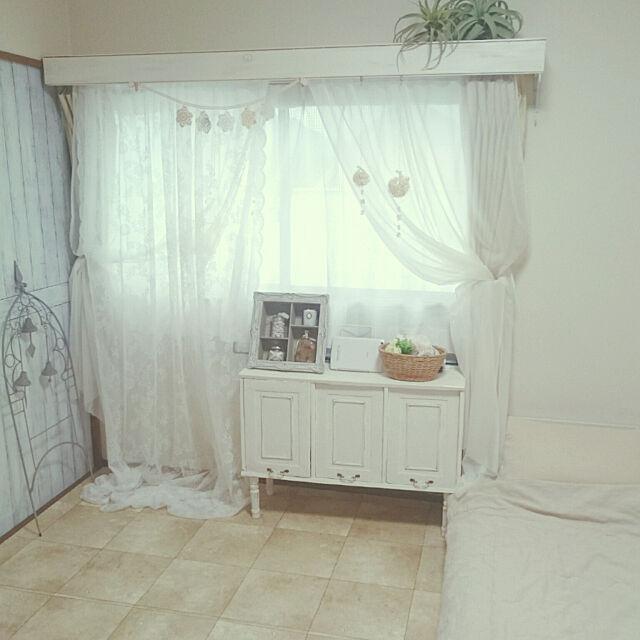 Bedroom,DIY,カーテンボックスDIY,ホワイトインテリア,シャビーホワイト,レース,カラーボックス,扉は段ボールです,ろくろ脚,カラボ リメイクDIY,アイアン,ブラン・フレームドシェルフ,なんちゃってモールディング,エコクラフトでモールディング miho.okuの部屋