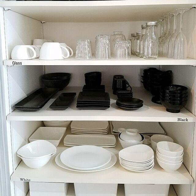 Kitchen,モノトーンインテリア,モノトーンアイテム,白黒アイテム,白黒インテリア,インスタと同じpic,収納ケース,すっきり収納,整理整頓,食器棚,食器棚収納,背面収納,収納,ものを減らす,ものを増やさない,持たない暮らし,ミニマムライフ,ミニマリスト,目指し中 mimomamaの部屋