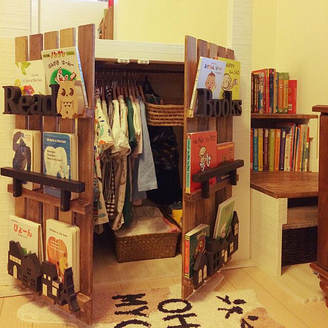 Lounge,クローゼット,本棚,絵本,絵本棚DIY,読書スペース,子どもスペース,収納,子どもと暮らす,絵本収納,洋書,DIY,あかちゃんのいる部屋,ロフトDIY,壁紙,キッズスペース,すのこDIY,イベント用,学習スペース akatukiyukiの部屋