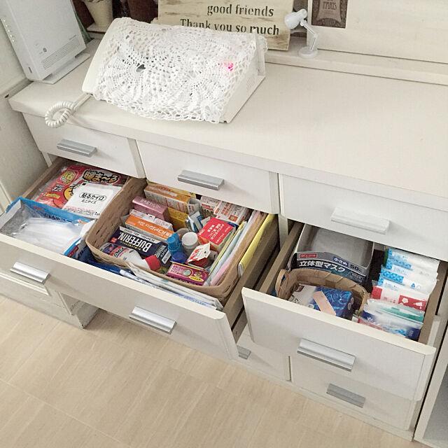 My Desk,家族がわかるところに,電話下の引き出しに,カイロ,絆創膏,ポケットティシュ,マスク,市販の薬,10000人の暮らし,お見苦しい写真ごめんなさい。,収納は隠す派,コメントスルーで大丈夫です♡ kotoriの部屋