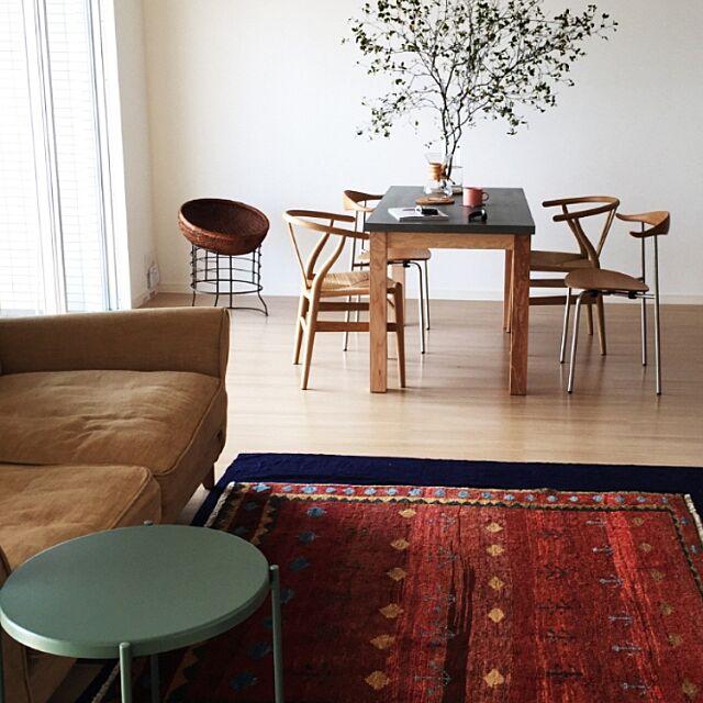 Lounge,トライバル,CH24,一人暮らし,北欧インテリア,北欧,hansjwegner,ミニマリスト,コンランショップ,ch88,ヴィンテージ,植物のある暮らし,ケメックス,yチェア,植物のある部屋,籠,植物,ハンス J ウェグナー,珈琲,ドウダンツツジ,ペルシャ絨毯,無印,無印良品,IKEA,古道具,観葉植物 accoの部屋