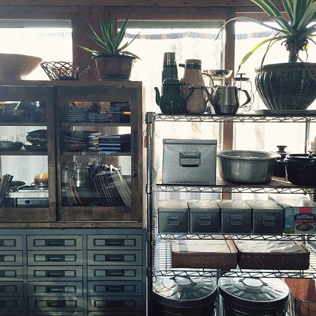Kitchen,暮らしの愛用品,見せる収納,キッチン収納,スチールラック,obaketsu,トタンボックス,アガベ,無印良品,食器棚リメイク,食器棚,ポット,事務用品,a depeche,ゴミ箱,キッチン棚,インダストリアル yururi-8239223の部屋