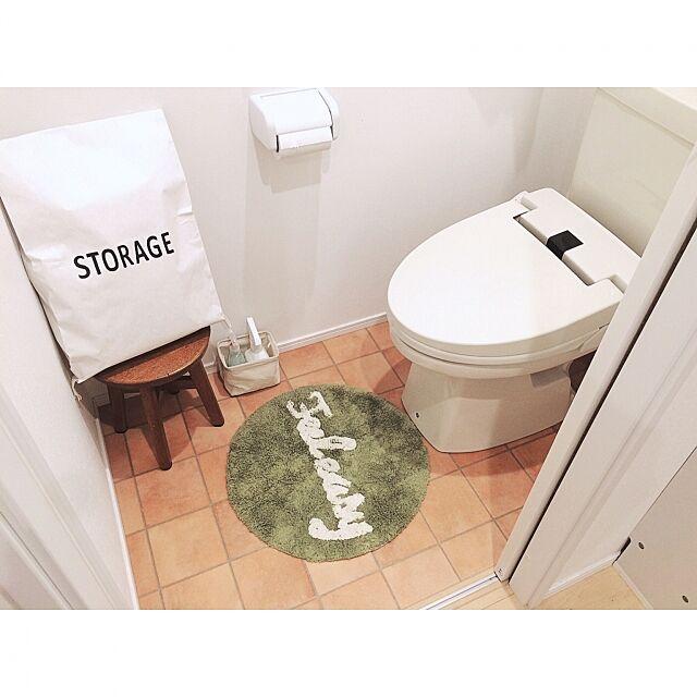 Bathroom,ラウンドマット,マット,salut!,サリュ,クッションフロア,テラコッタ風クッションフロア,タカラスタンダード,トイレットペーパーの収納,トイレ,収納,キャンドゥ,シンプル,マイホーム,Instagramやってます,インスタやってます!,kamuhome,ペーパーストレージバッグ,ストレージバッグ,セリア,インスタ→kamu0411でやってます amu11の部屋