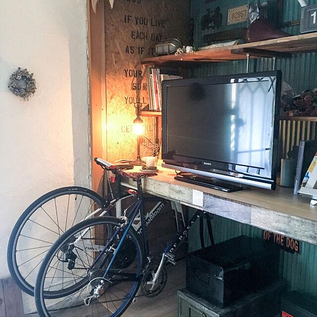 My Desk,壁にステンシル,ガーランド手作り,押入れDIY,押入れ改造,賃貸DIY,賃貸,漆喰壁DIY,DIY,いいねありがとうございます,かるかるブリック,たまがわタイルショップ,床DIY,自転車置き場 tara_home10の部屋