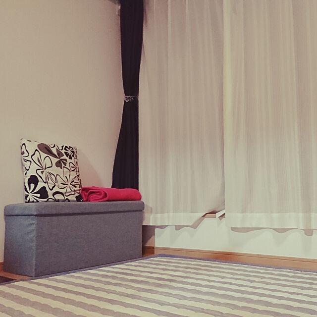 Lounge,狭いリビングダイニング,3階建て,条件付き住宅,狭い家,狭小住宅,20坪以下,LDK13畳,建て売り一戸建て,こどもと暮らす,マイホーム,ソファーのない暮らし,収納スツール,地べた生活 chie.r.ry36の部屋