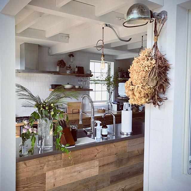 Lounge,ドライフラワーのある暮らし,間接照明,造作キッチン,スワッグ,心地よい暮らし,ドライフラワー,グリーンのある暮らし,花のある暮らし,植物のある暮らし,枝もの,海外インテリアに憧れて,インダストリアル,古材,NOGREEN NOLIFE chocoの部屋