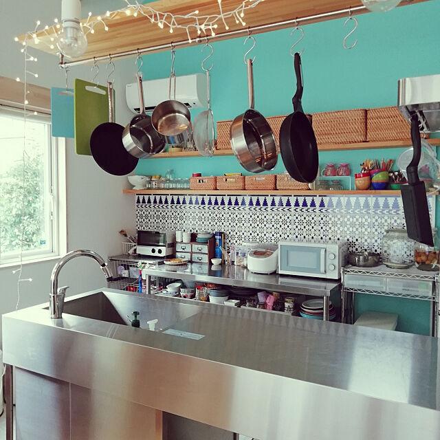 Kitchen,生活感と清潔感の両立,自分のことは自分で仕様,ラタンバスケット,無印良品,ブルー,オープン収納,タイル,収納,ステンレスキッチン,IGやってます,APW330,ニトリ,アクセントクロス,色を楽しむ,「来客時に困らない」「使いやすい」の両立,工務店,ig→ayu21511,吊り下げ収納,工務店の家 ryuapigの部屋