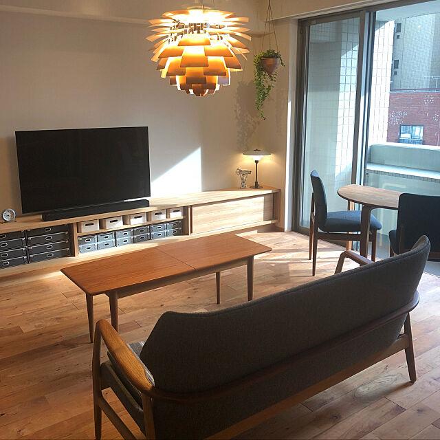 Finn Juhl,半円テーブル,北欧,phアーティチョーク,あこがれ照明,中古マンションリノベーション,コードは見せない,コードレス,Overview pomqujackの部屋