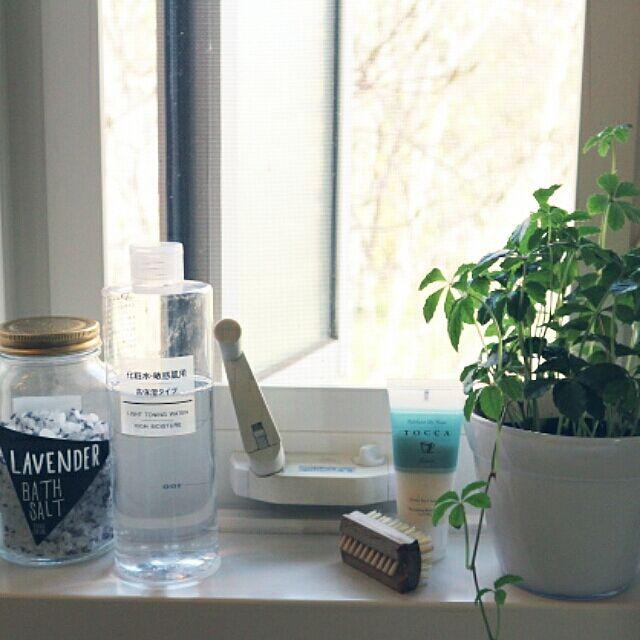 Bathroom,無印良品,化粧水,バスソルト,ラベンダー,ネイルブラシ,TOCCA,ボディスクラブ,グリーンのある暮らし lovesspongebobの部屋