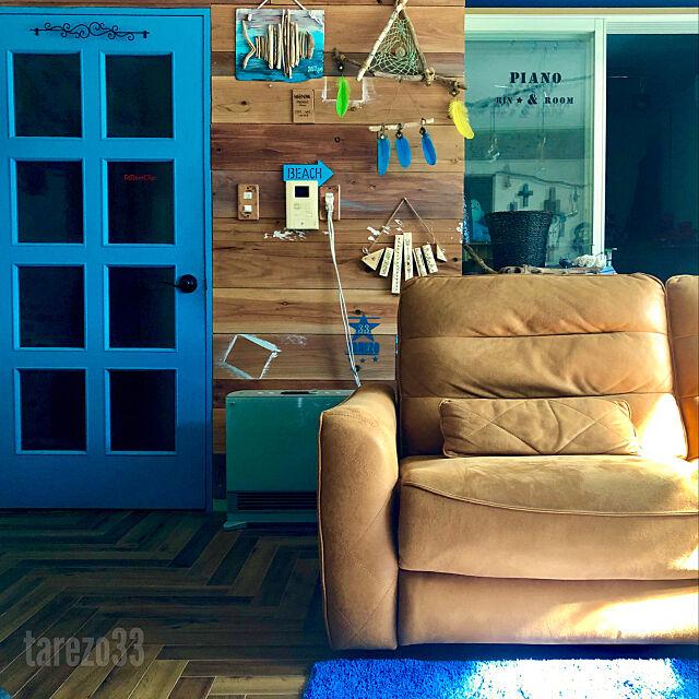 くらしとオリジナルソファ,ドリームキャッチャー自作,板壁DIY,ビーチテイスト,ターコイズブルーのドア,ターコイズの輝き,イマジンウォールペイント,ペンキ塗り替え,ドア,ヘリンボーン,床DIY,セルフリノベーション,青いドア,海を感じるインテリア,DIY,セルフリフォーム,リゾート風,流木,Lounge,roomclipステッカー tarezo33の部屋