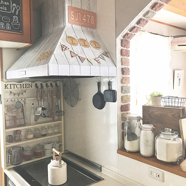 Kitchen,ガラスジャー,ニトリ♡,ダイソー♡,ガーランド,DIY棚,れんが,seria,DIY初心者 samanthakitchenの部屋