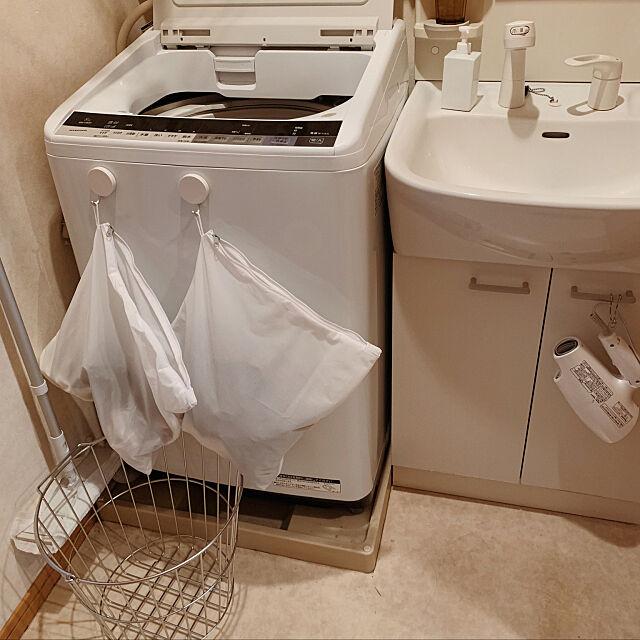 洗濯機周り,家事の効率化,洗濯物の分別,脱衣所,二人暮らし,2LDK,同棲,メゾネットタイプ,日々の暮らし,暮らしやすく,二人暮らしのインテリア,ふたり暮らしはじめました,生活感のある部屋,無印良品,Bathroom 19924meの部屋