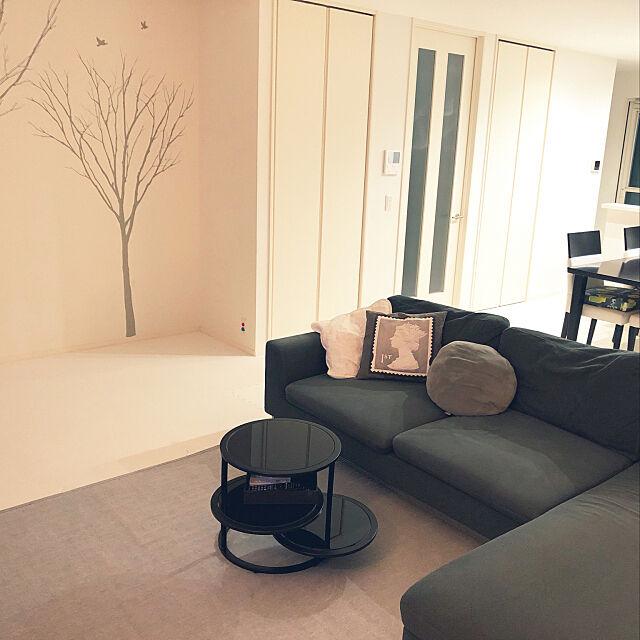 リモコン置き,リビングテーブル,モノトーン,断捨離,持たない暮らし,ミニマリスト,シンプル,こどもと暮らす,Lounge kumiの部屋