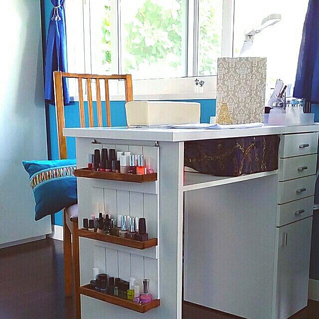Overview,ネイル収納,ネイルテーブル,3コインズ,ネイルポリッシュ,IKEA,ブルーの壁,インスピレーション部屋,吊り棚 lovesspongebobの部屋
