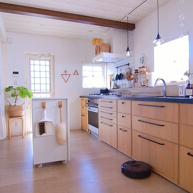 Kitchen,ルンバ,アイロボット,iRobot HOME アプリ,北欧インテリア,北欧好き,北欧ナチュラル,オーダーキッチン,ペンダントライト,アテネの朝,木の家,ガスオーブン,観葉植物,ゴミ箱収納,梁のある家 soraniwaの部屋