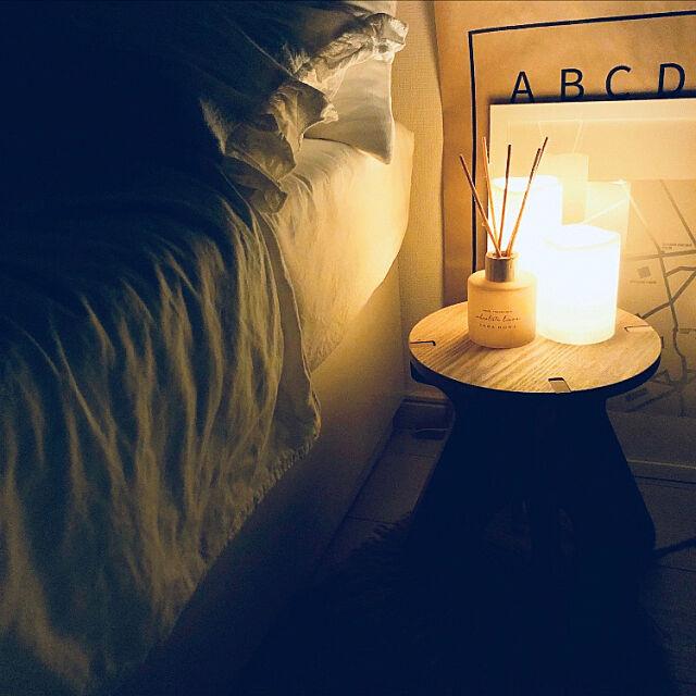 お気に入りの香り,スティックディフューザー,ZARA HOME,初めての夜写真,夜pic,LEDキャンドル,GODAFTON,IKEA,ベッド,一人暮らし,1K,ナチュラルインテリア,ひとり暮らし,海外インテリアに憧れる,Bedroom,ラウンドスツール Suzumii.の部屋