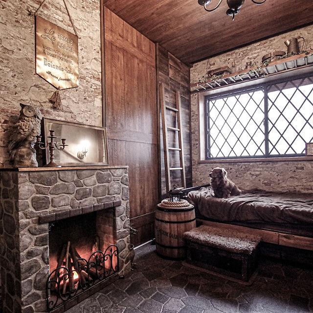 Bedroom,DIY,擬石,モルタル造形,なんちゃって暖炉,木目調壁紙,はしご,コーヒー樽,吊り棚DIY,クッションフロア,絵本の世界,中世ヨーロッパ風 chorontの部屋