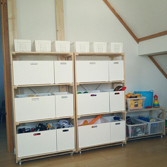 On Walls,ニトリ,ウッドシェルフ,インボックス,おもちゃ収納,100均,ダイソー,斜め天井,スウェーデンハウス ,北欧,ナチュラルインテリア,こどもと暮らす。 y_u_k_iの部屋