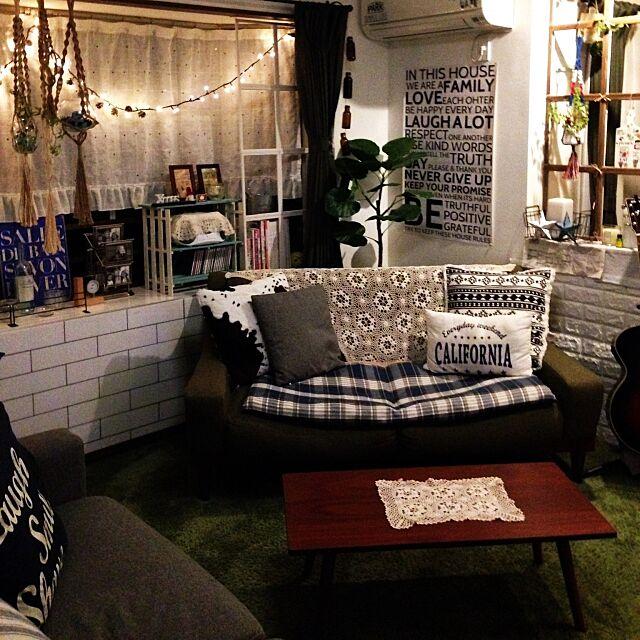 Lounge,中古住宅,セリア同好会,ニトリ,フレームで窓枠風,ニトリのウォールステッカー,ドリームクッションレンガ,ニトリのクッションカバー,フェイクグリーン,定点観測 Rikoの部屋