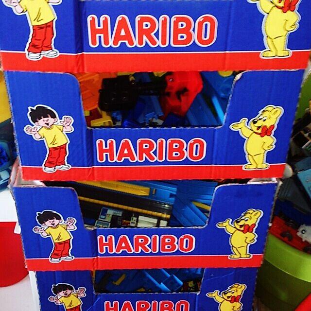 HARIBO,プラレール,おもちゃ収納,コストコ空き箱,ごちゃごちゃ。 sneの部屋