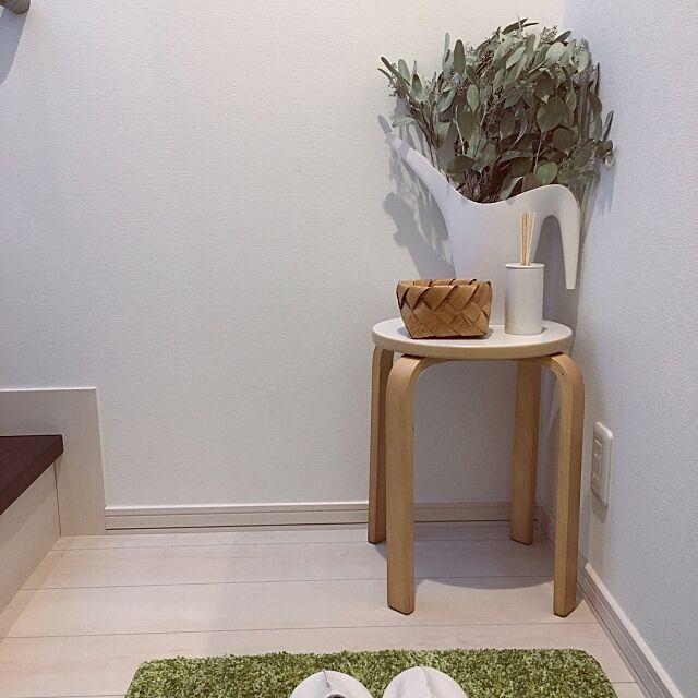 Entrance,スツール,ユーカリドライ,IKEA,ニトリ,アロマディフューザー,一人暮らし,白,シンプル waraの部屋