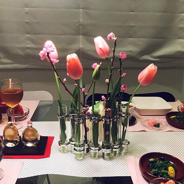 My Desk,ひな祭り,シンプルインテリア,モノトーンインテリア,ガラステーブル,ガラスのひな人形,ホワイトインテリア,チューリップ,生花,ひなまつり,モダンインテリア,花のある暮らし,ブラック&ホワイト,北欧,セブンチェア,アルネ・ヤコブセン,テーブルコーディネート Tinoの部屋