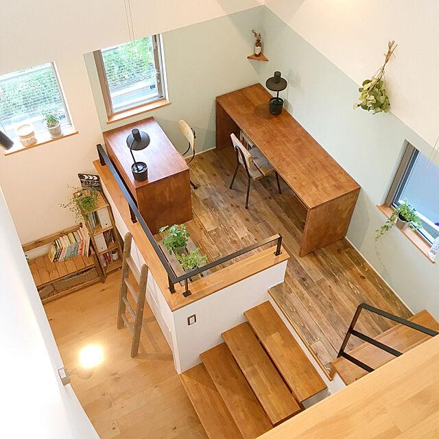 バルミューダ,スキップフロア,二階からの眺め,勉強机 DIY,無垢の床 DIY,DIY,無垢の床,セルフペイントの壁,スキップフロアの家,My Desk Rinの部屋