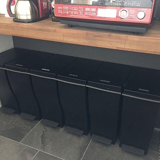 Kitchen,レンジ,キッチンカウンター,ゴミ箱,タイル床 chobiの部屋