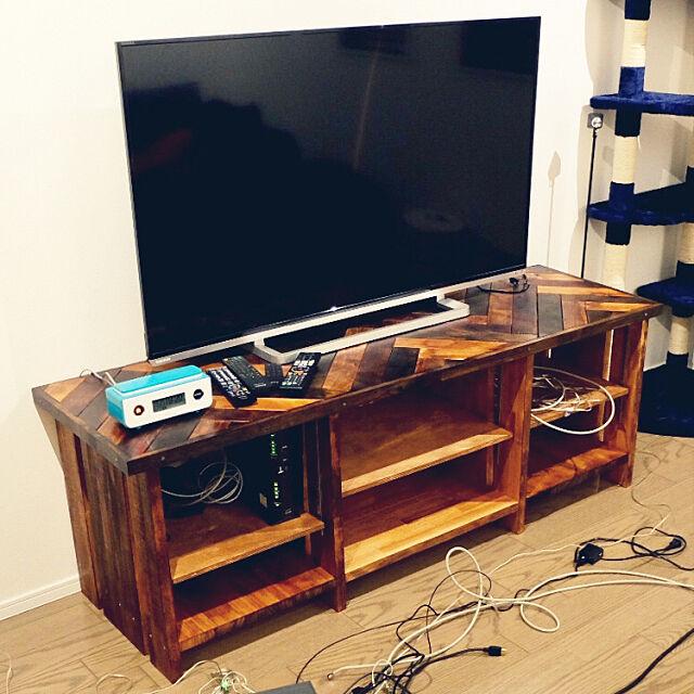 My Shelf,西海岸,カリフォルニアスタイル,電話,テレビボードDIY,ヘリンボーンDIY,ウォルナット,オイルステイン,製作途中 Jimmyの部屋