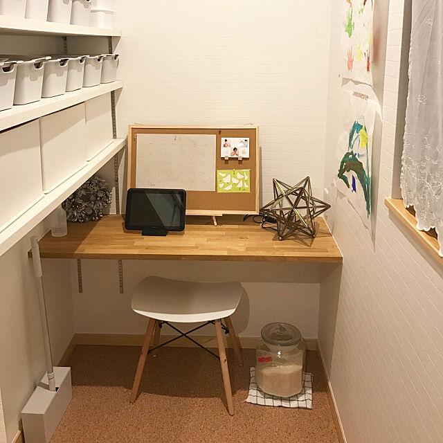 Kitchen,コルクボード,パントリー内部,パントリー,無印良品,ナチュラル,イームズチェア Hanaの部屋