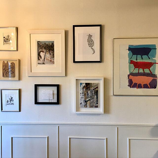 On Walls,ギャラリーウォール,壁ギャラリー,猫の絵,すっきり暮らしたい,ねこのいる生活,ねこと暮らす。,猫のいる日常,海外インテリア,腰壁,セルフリフォーム,腰壁DIY,小さなお家,パブロ・ピカソ,久下貴史,モールディング,チェアレール nerogaraginの部屋
