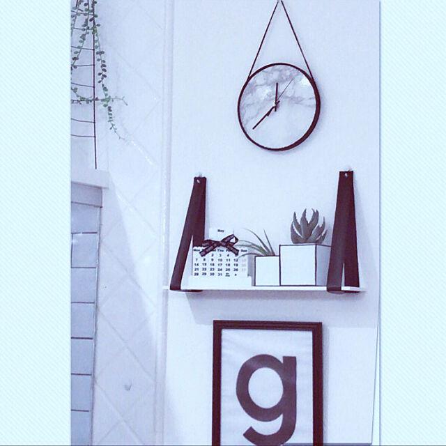 On Walls,レザーシェルフハンドメイド,ブロックカレンダーはRCプレゼント♡,見てくれてありがとうございます❤︎︎,いいね&フォローありがとうございます☆,ダイソー,大理石柄大好き♡,シンプルが好き❤️,モノトーン,時計作りました♡,空き箱リメイク♡フタ編 yuriの部屋