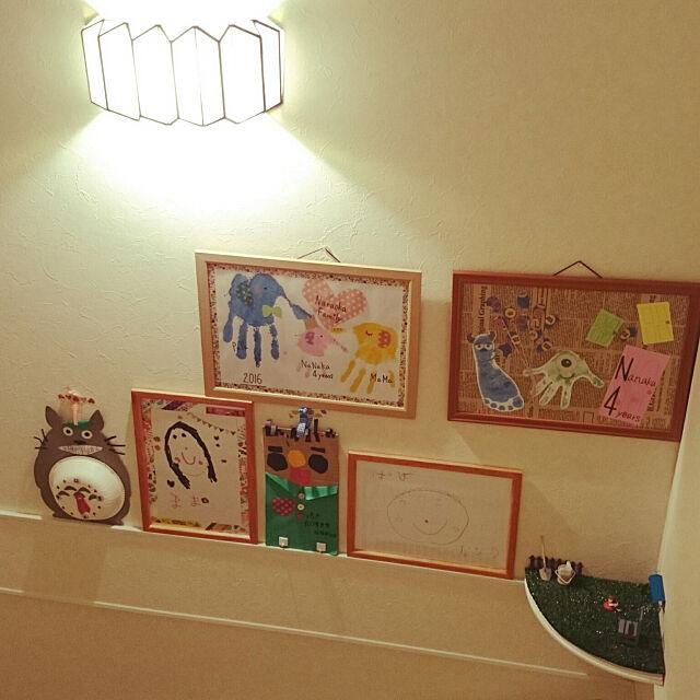 Overview,階段の壁,青森,娘5歳と0歳,いつもいいねありがとうございます♡,子どもと暮らす,100均,DIY,手型アート,娘の作品,小人の庭 ayamamaの部屋