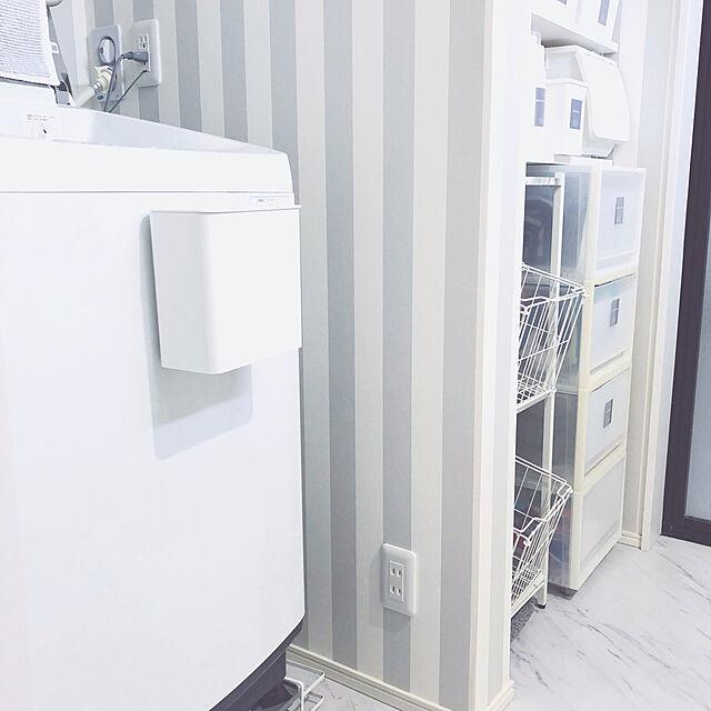 ストライプの壁紙,置かない暮らし,マグネットゴミ箱,ゴミ箱,洗面所のゴミ箱,ニトリのゴミ箱,日用品,ニトリ,ホワイト×グレー,モノトーンインテリア,ホワイト×ウッド,こどもと暮らす。,グレーインテリア,ホワイトインテリア,シンプルモダン,Bathroom shilohyの部屋