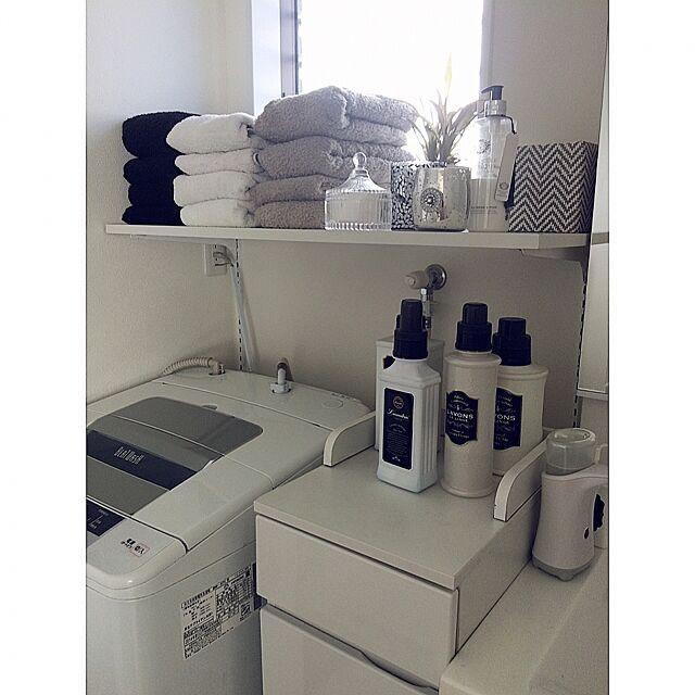 My Shelf,ホワイトインテリア,白黒,タオル,洗剤,タオル収納,モノトーン,洗剤ボトル,洗濯機,IKEA,アンティーク風,洗面所,グレー,アンティーク,洗面所 棚,洗面所 収納 3838の部屋