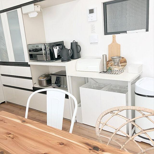 モノトーンインテリア,ホワイトキッチン,キッチンゴミ箱,キッチン背面収納,カップボード,キッチン収納,組み合わせ,Kitchen bonitaの部屋