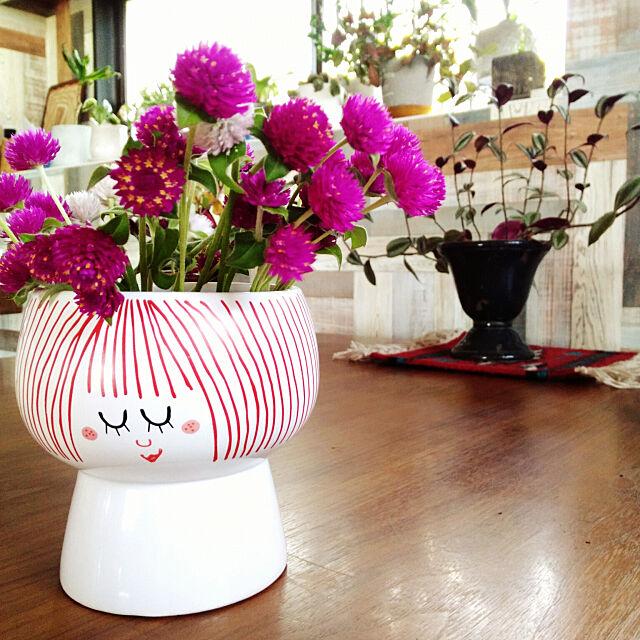 My Desk,リノベーション,アクタスのテーブル,庭の花,フライングタイガー フラワーベース,トラディスカンチア,フライングタイガーの花瓶,千日紅 2933の部屋